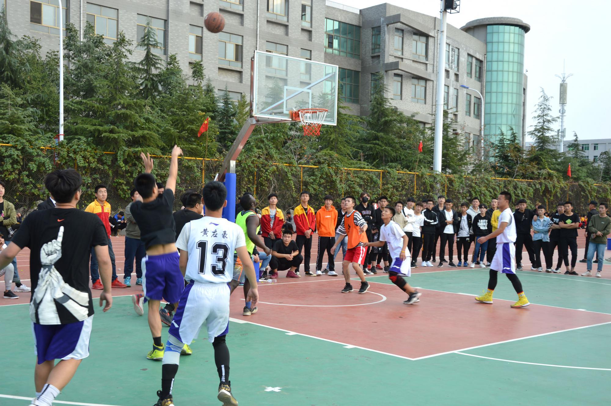 运动会篮球比赛